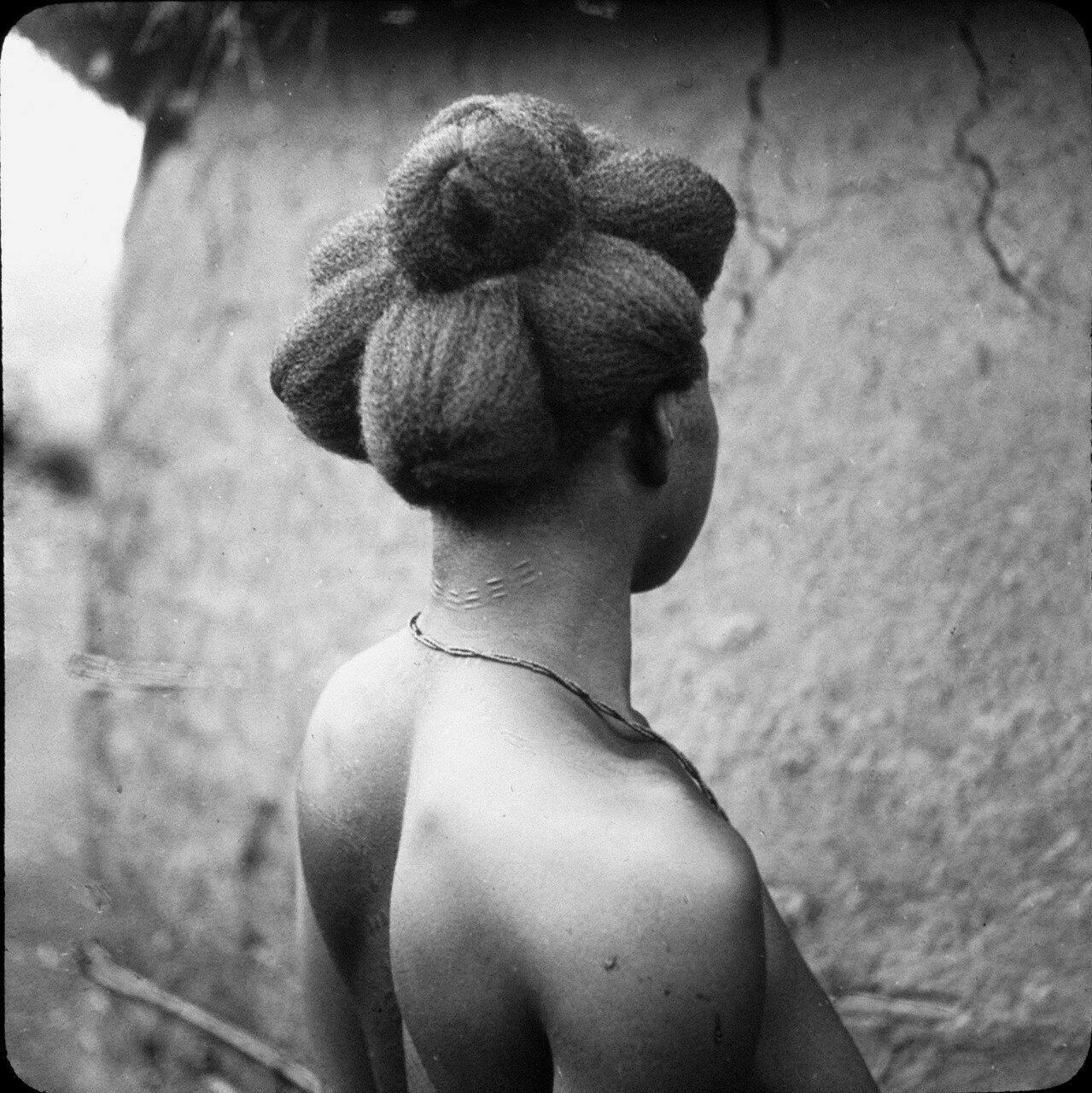 Берег Слоновой Кости. Ассинзе. Женщина народности бауле