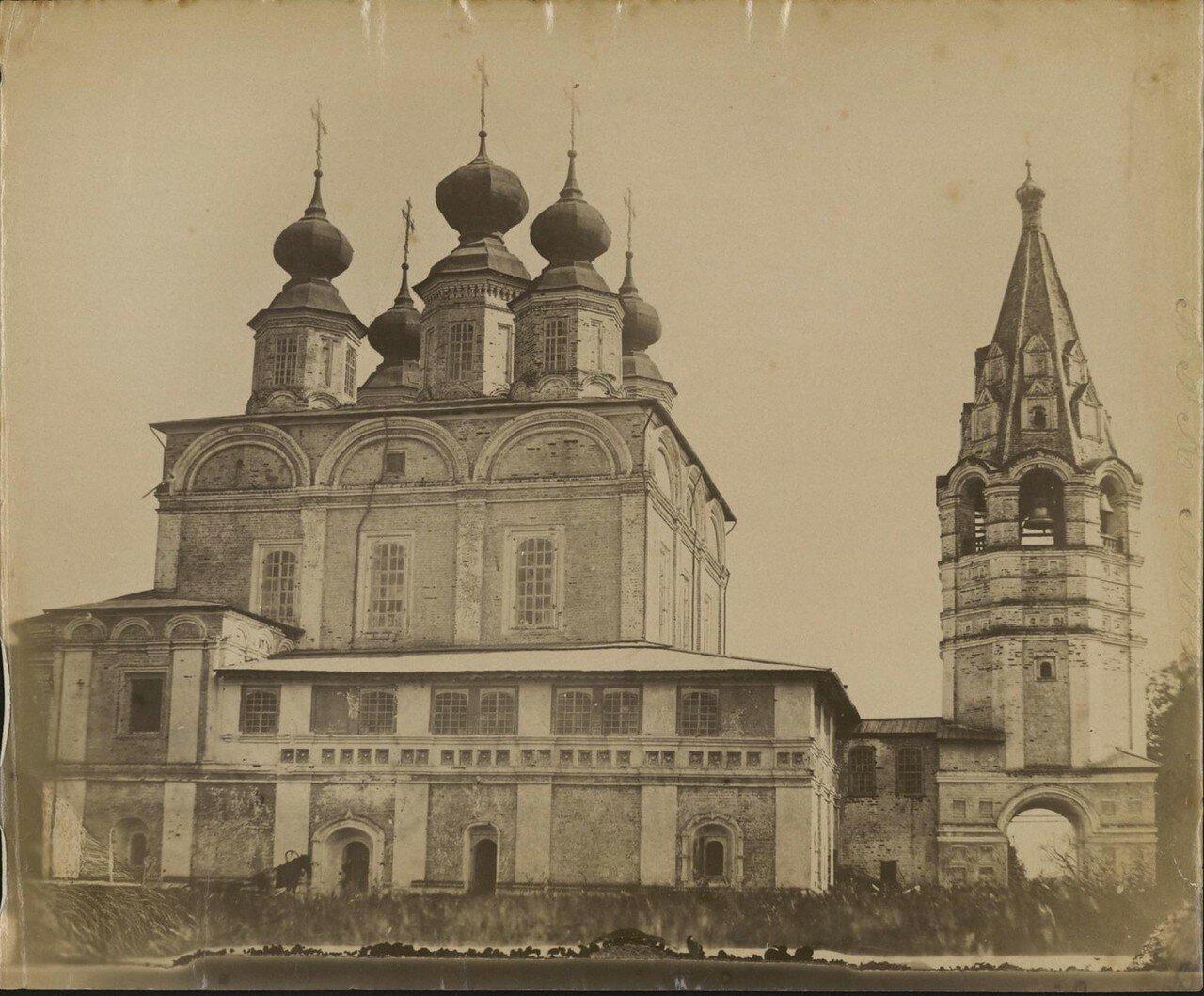 Окрестности Великого Устюга. Старая церковь в пяти километрах от города