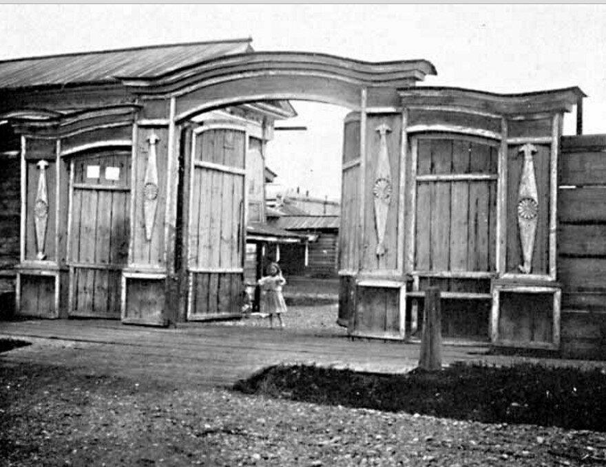 69. Иркутск. Типичные ворота