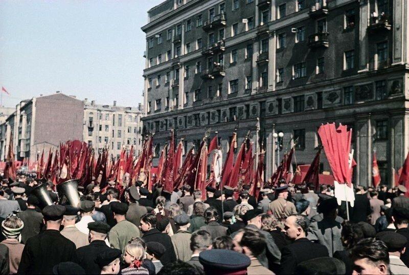 1948 1 мая Демонстрация Пролетарского района. Владислав Микоша5.jpg