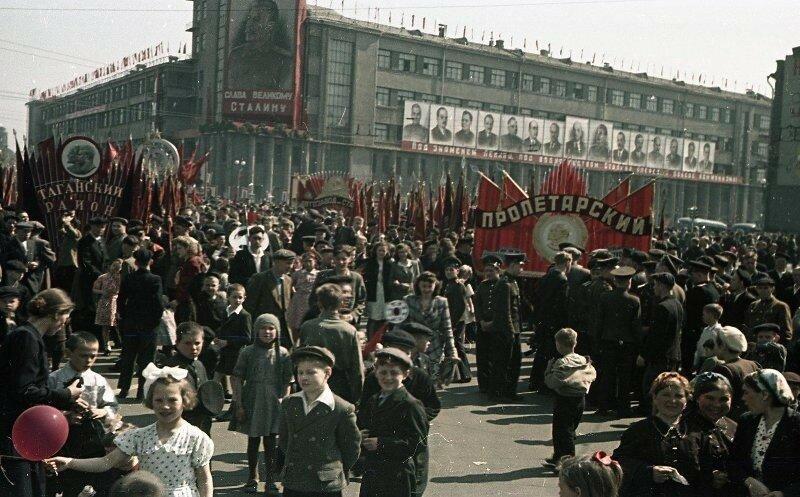 1948 1 мая Демонстрация Пролетарского района. Владислав Микоша7.jpg