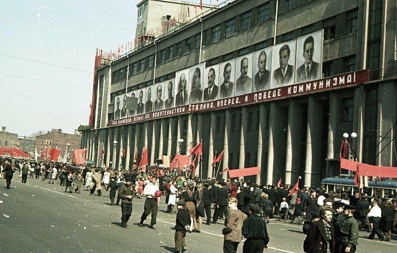 1948 1 мая Демонстрация Пролетарского района. Владислав Микоша9.jpg