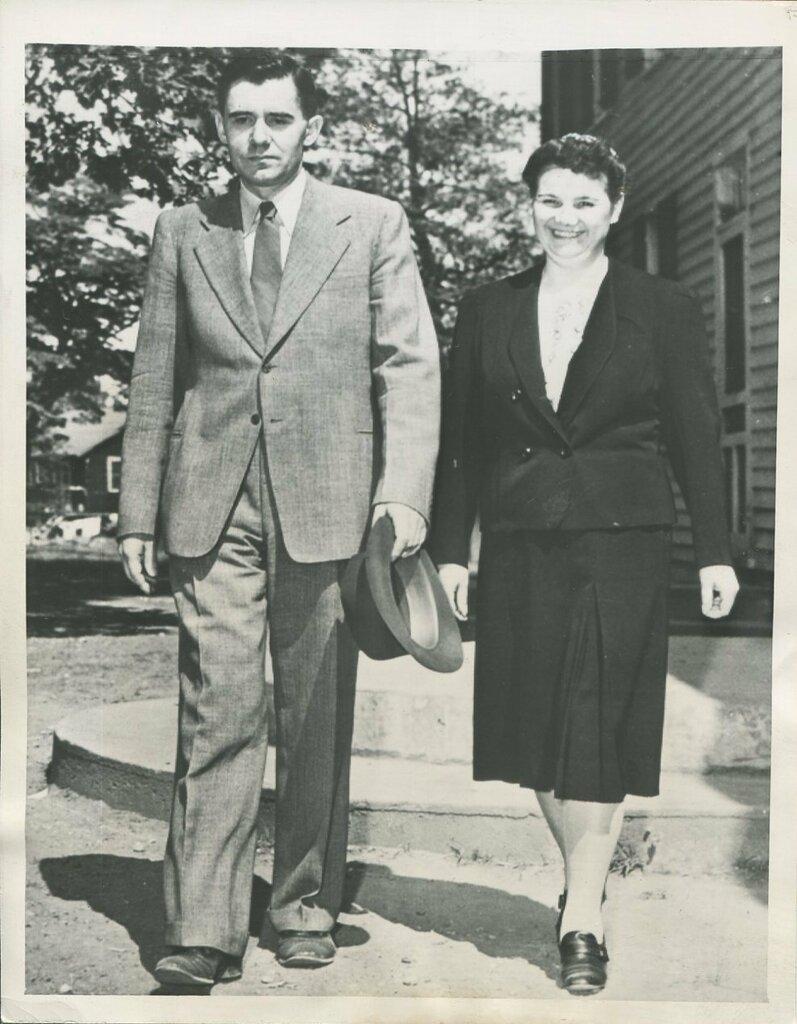 1943. Посол Советского Союза Андрей Громыко со своей женой в Мэриленде.jpg