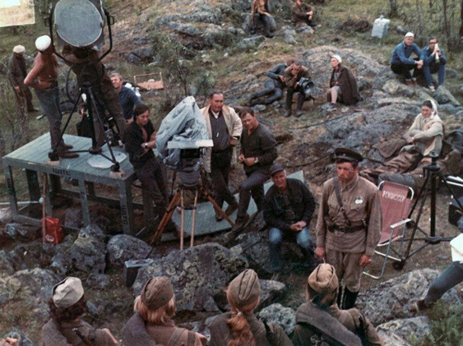 Андрей Мартынов на съёмках А зори здесь тихие2.jpg