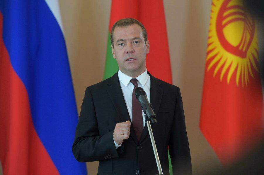 Медведев после заседания глав правительств Евразийского Совета 12.08.16.png