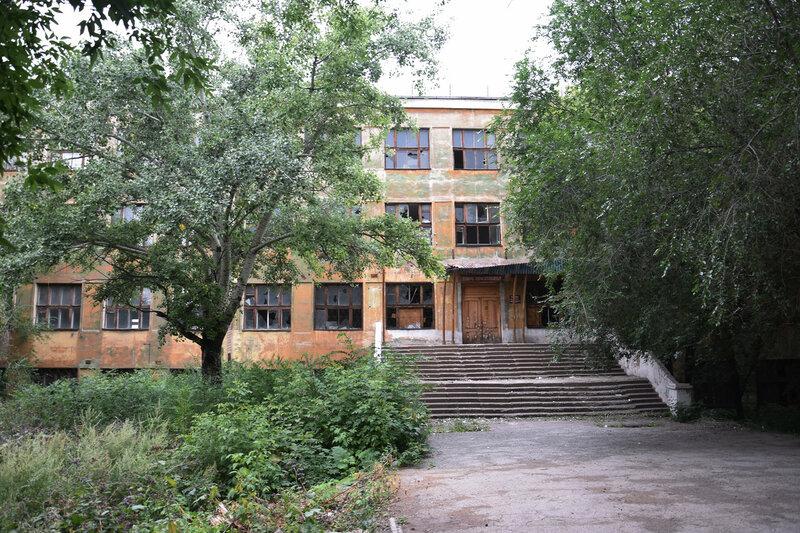Здание, где в школе учились дважды герой Советского Союза И.Ф. Павлов, герои Советского Союза И.С. Андрейко и В.М. Скачков