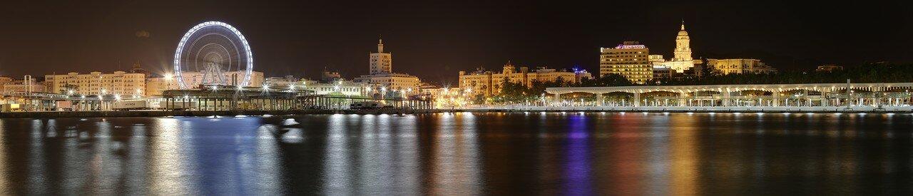 Ночная Малага. Панорама центра города