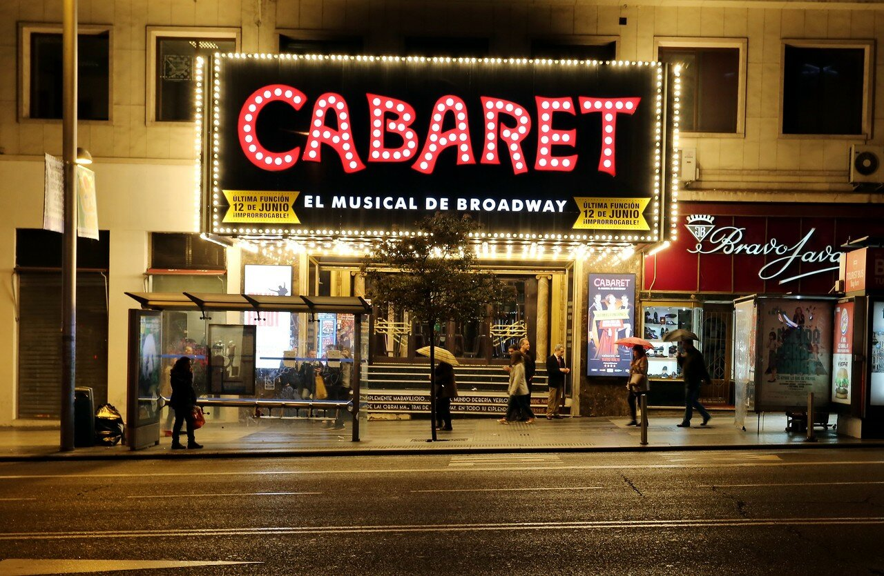 Мадрид. Ночная Гран-Виа. Театр Риалто