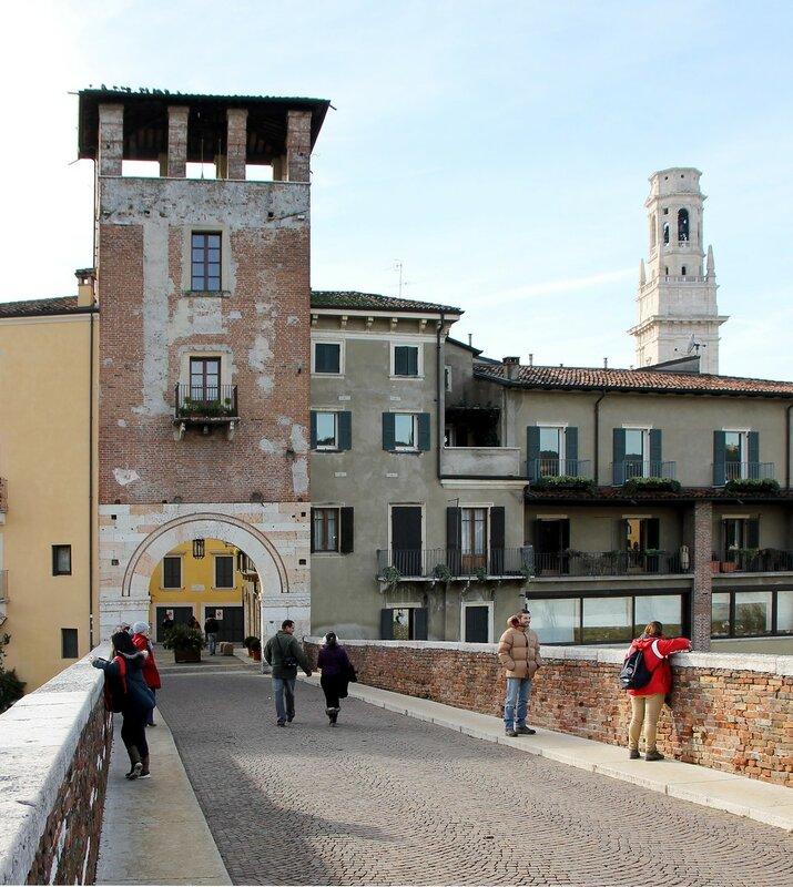 Верона. Каменный мост (Ponte Pietra). Сторожевая башня