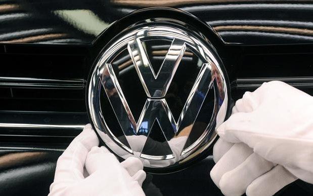 Химия Шнобелевскую премию в этой номинации получила компания Volkswagen за изобретенный хитроумный с
