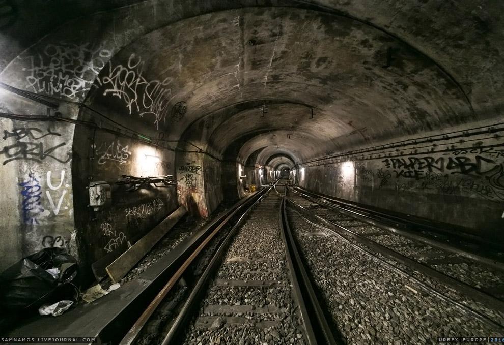 23. На станции Odeon 10-й линии нас окликнул негр из службы RATP.