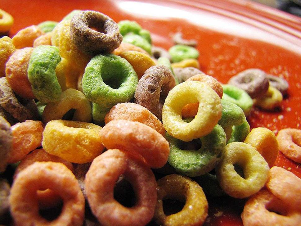 Хлопья для завтрака. «У них все эти разные цвета и странные вкусы, и в некоторых даже есть зефир. Эт