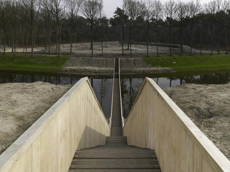 Невидимый пешеходный мост в Нидерландах (7 фото)
