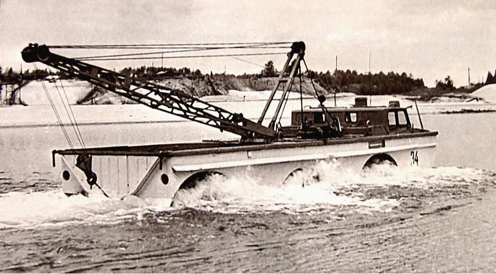 В 1972 году установку ПЭУ-1 переделали в вариант ПЭУ-1М, оборудованный пассажирским салоном на шесть