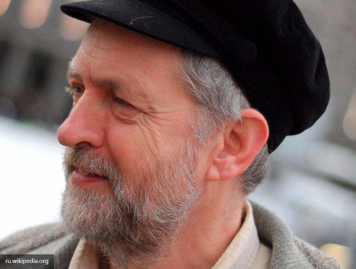 Английские лейбористы выразили вотум недоверия своему лидеру