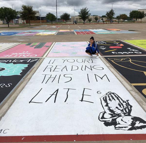 Американские школьники раскрасили свои парковочные места
