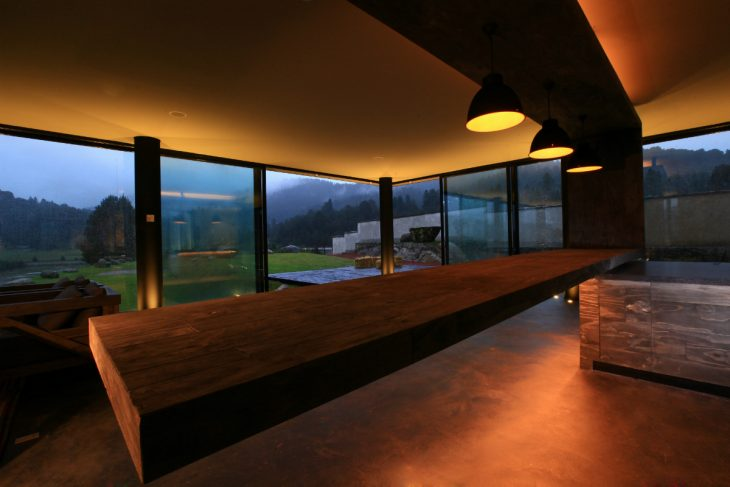 The site encompasses a total area of 11,000 m2 and comprises a recreation house, stables, horse-ridi
