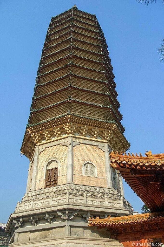 Пагода-реликварий Зуба Будды, монастырь Лингуан, Бадачу