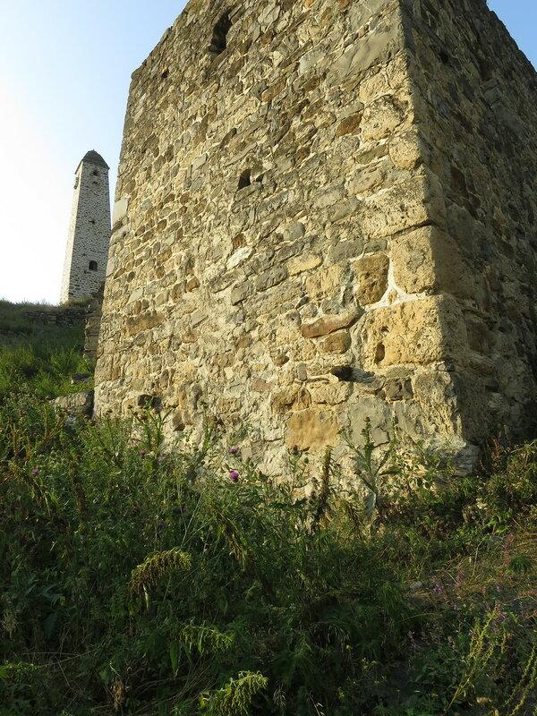 Жилая башня с коновязью, Эрзи
