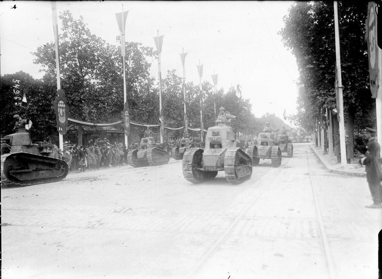 1919. Танки на улицах Парижа