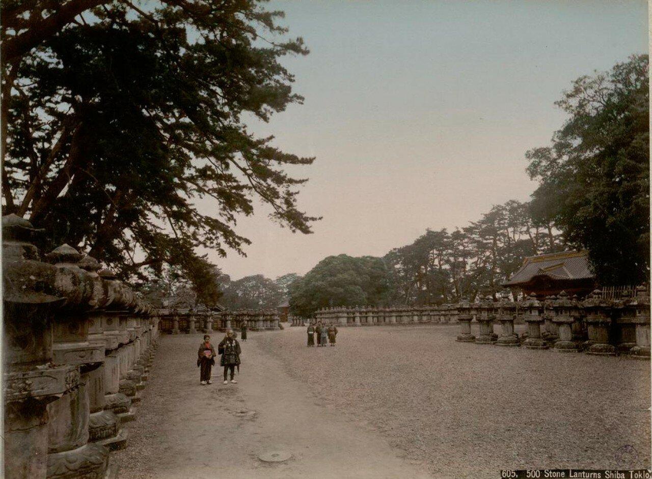 Токио. Парк Сиба. Каменные фонари