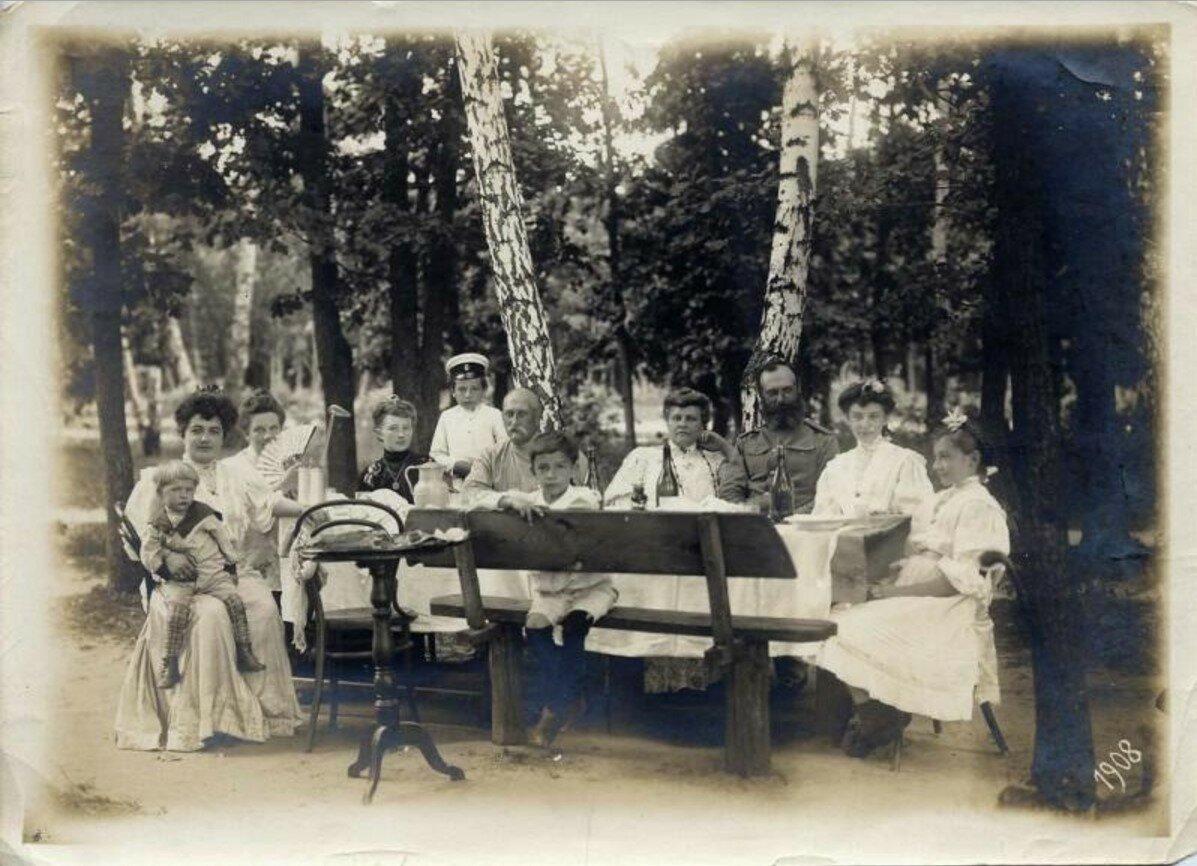 1908. Чаепитие на даче
