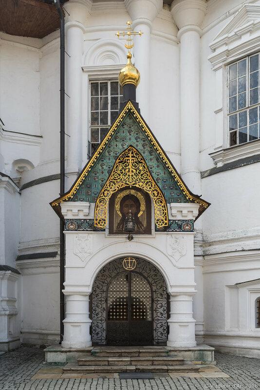 Главный вход в усыпальницу Романовых
