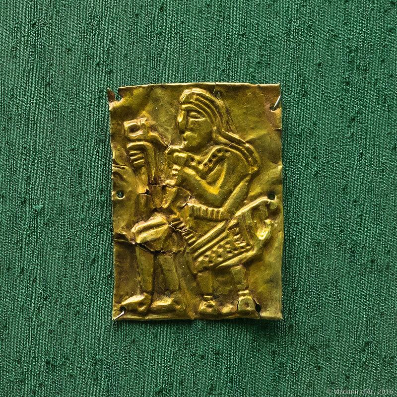 Бляха - украшение парадного пояса. Золото.