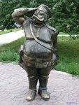 2008 07 30 042 Памятник Первому Светофору (фрагмент скульптурной группы - милиционер)