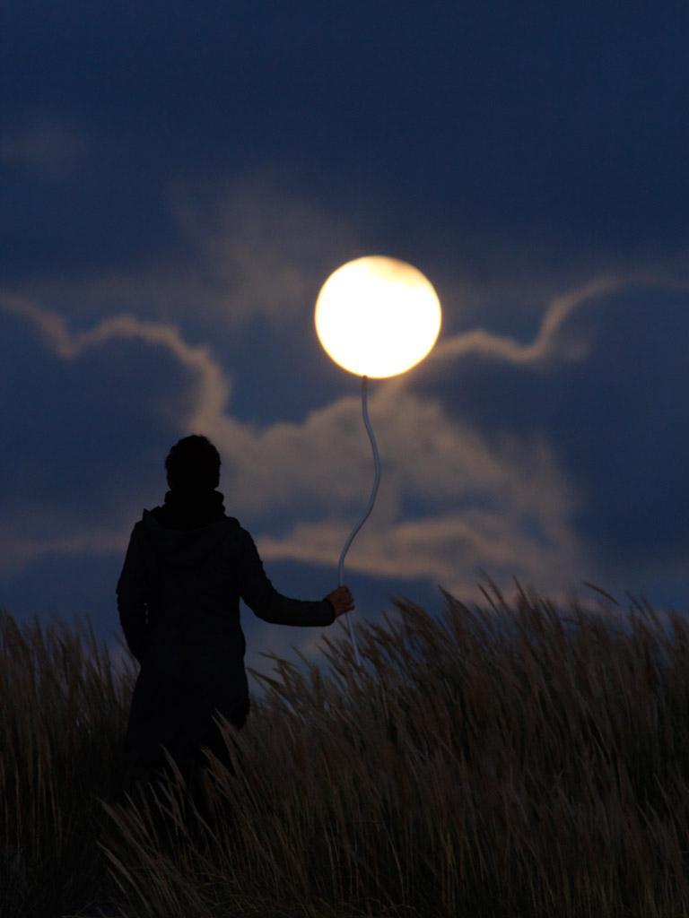 Французский фотограф Лоран Лаведер играет с Луной 0 145d64 537c326 orig