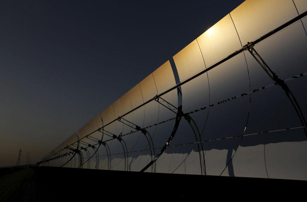 5. Трубы коллектора солнечной электростанции Андасол. (Фото Marcelo del Pozo | Reuters):