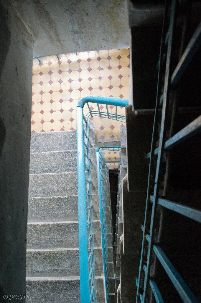 Лестница в полукруглом подъезде