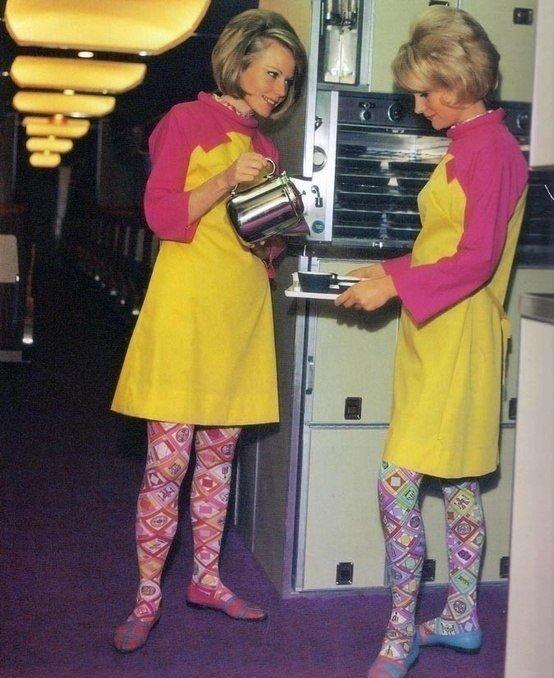 Стюардессы Braniff Airlines, 60-е годы.jpg