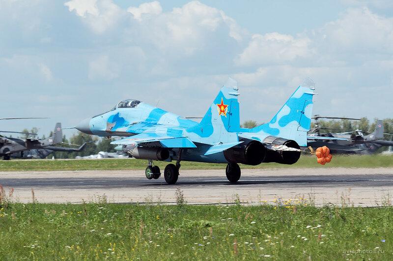 Микоян-Гуревич МиГ-29 (19 красный) D800207