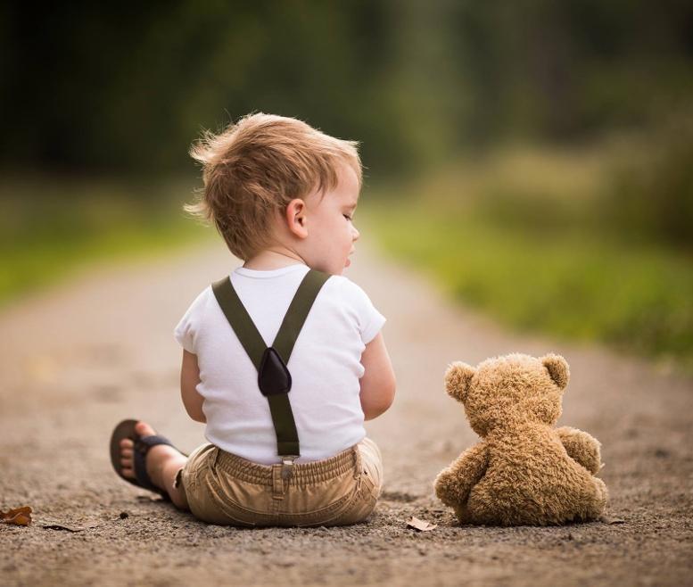 дружба мальчик и медвежонок