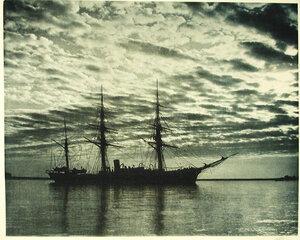 Вид судна Джигит(ночная съемка)