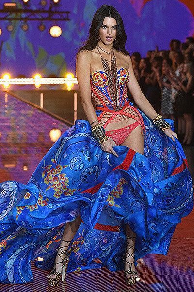 "Шоу Victoria's Secret-2015: ""ангелы"" распахнули крылья"