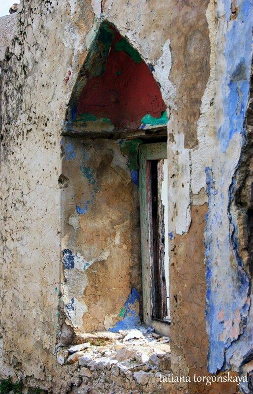 Окно разрушенного дома