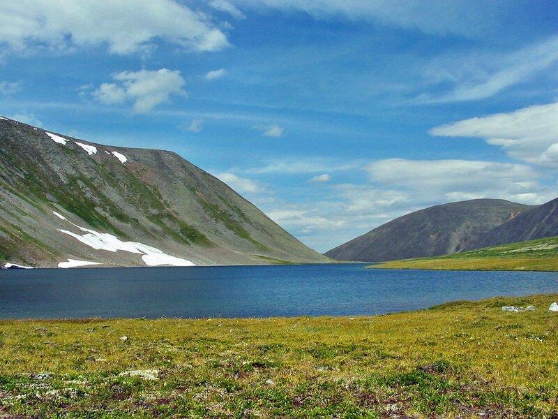 Ученые на космических снимках озера Байкал обнаружили на льду темные кольца диаметром пять-семь километров...