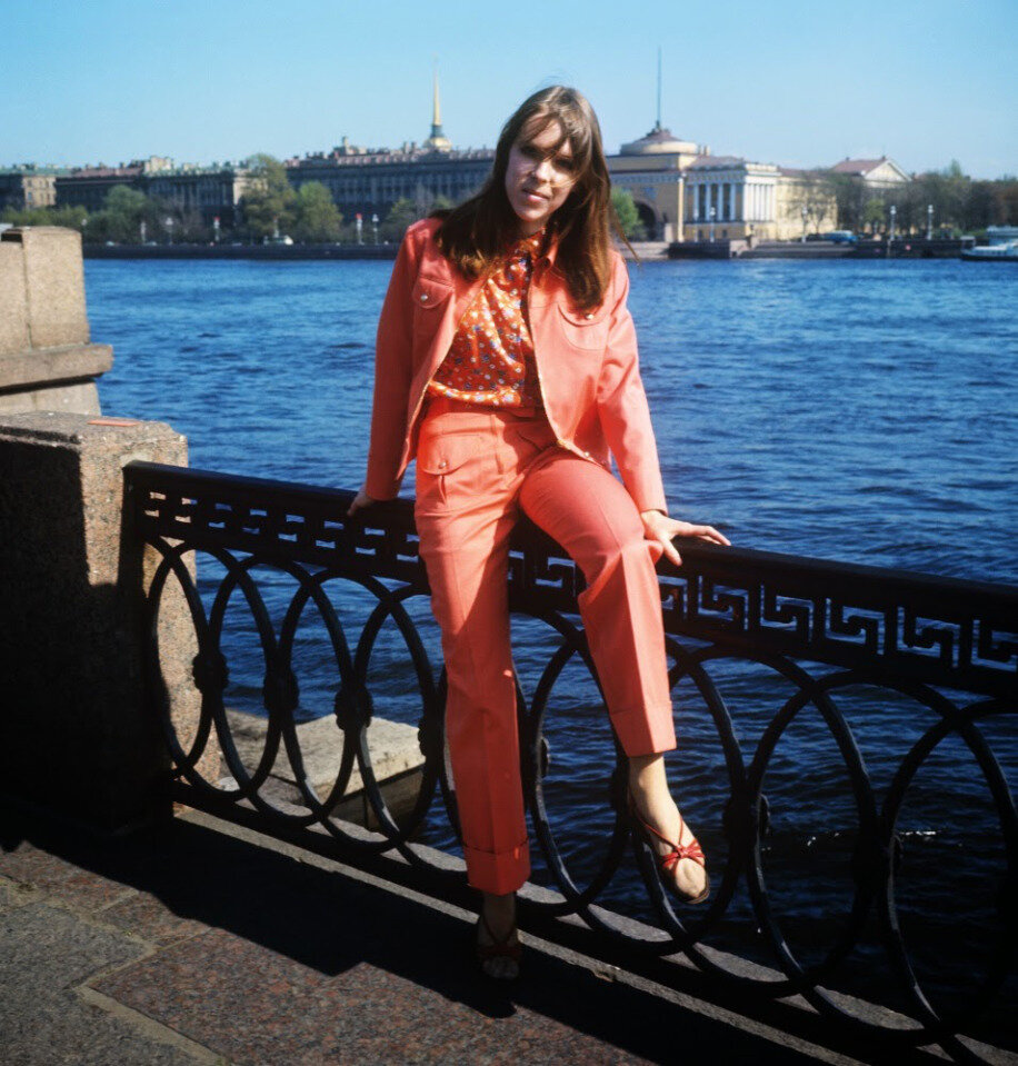 soviet-fashion-of-the-1960s-and-1970s-10.jpg