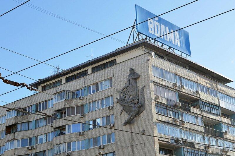 Барельеф на фасаде