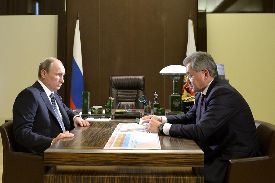 Путин принимает Шойгу 7.10.15.png