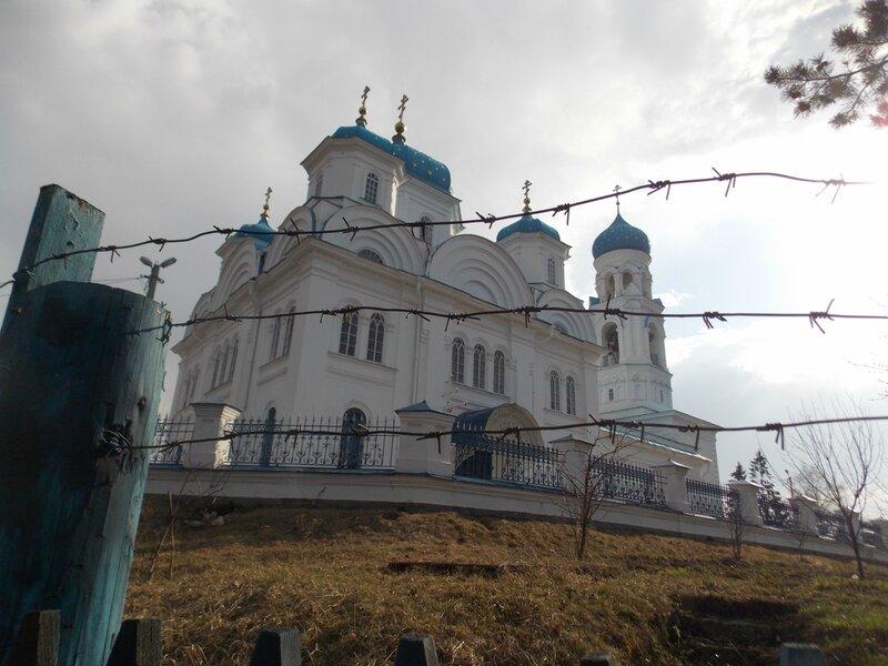Храм за колючей проволокой  в Торжке