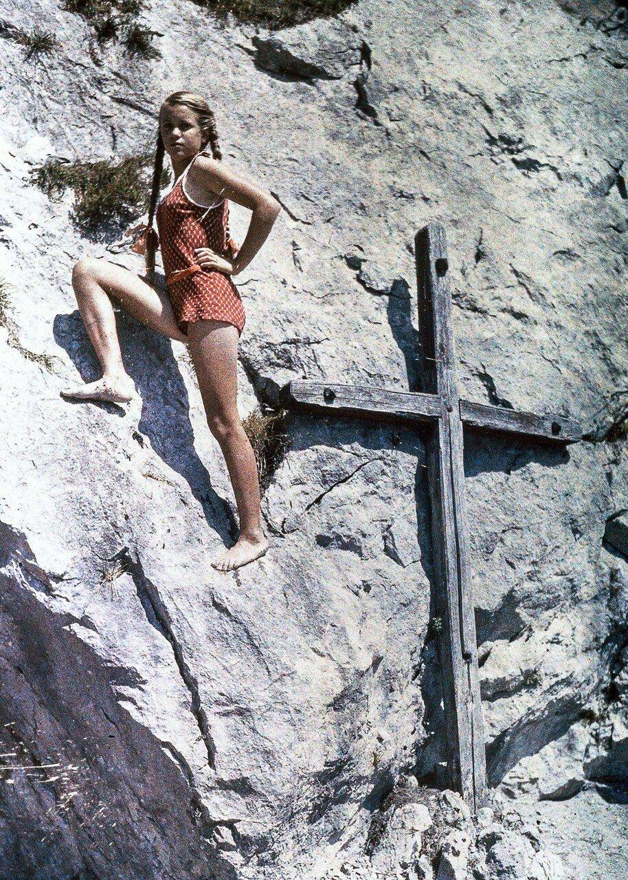1927.Ева карабкается на гору, Фирвальдштетское озеро, Швейцария