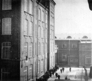 Вид территории фабрики.