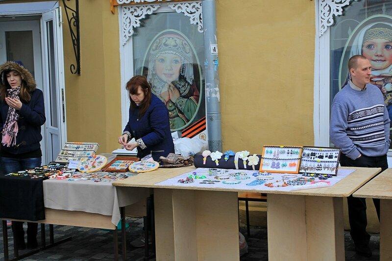 Продажа украшений ручной работы - «Вятский Арбат» в день города-2015 на пешеходной улице Спасской