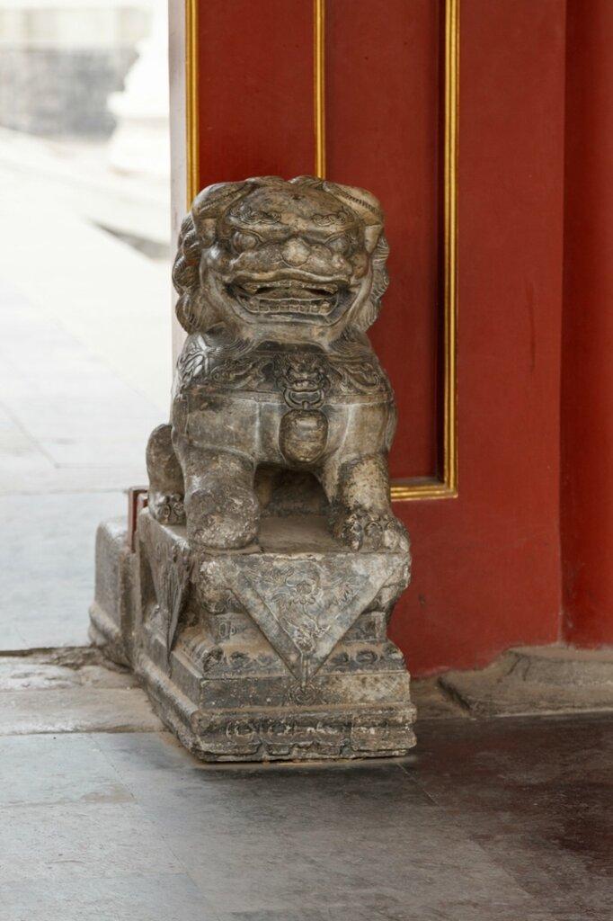 Лев у входа, Гунванфу