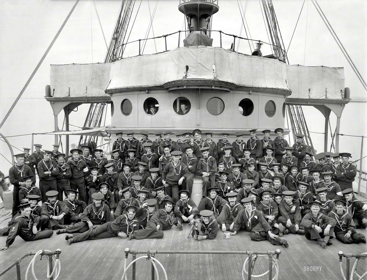 пляже сделали ретро фото речного флота на камчатке клумба