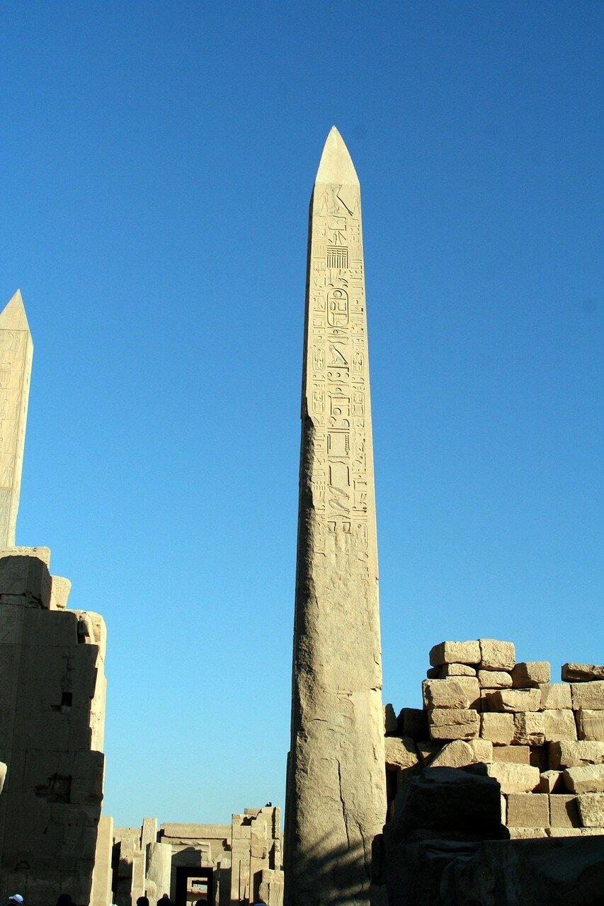 Карнак. Обелиск в храме Амона