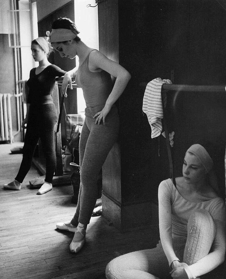 1960. Танцовщицы